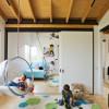 Una habitación de juegos en casa