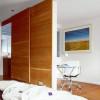 como-dividir-ambientes-de-forma-moderna-y-sofisticada-tabique-corredero-madera