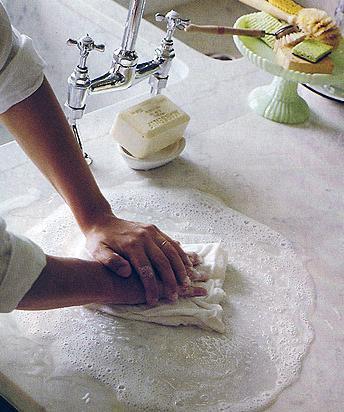 Limpiando marmol for Como limpiar una mesa de marmol manchada