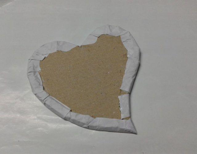 fabrica-un-marco-con-corazones-para-regalar-en-san-valentin-envuelve-papel