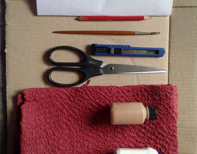 fabrica-un-marco-con-corazones-para-regalar-en-san-valentin-materiales