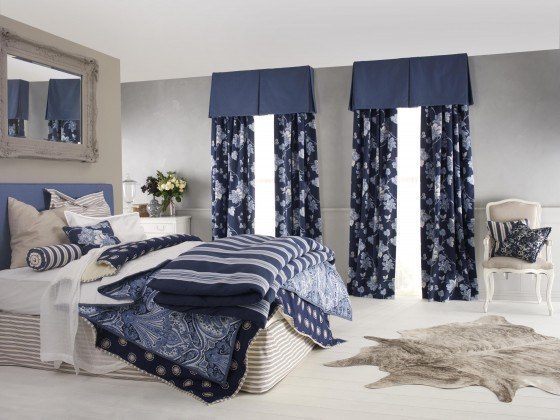 Blue-modern-curtains-in-white-bedroom