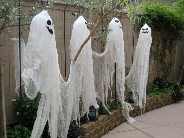 Halloween decoration-sabanas-blancas-globos-jardin