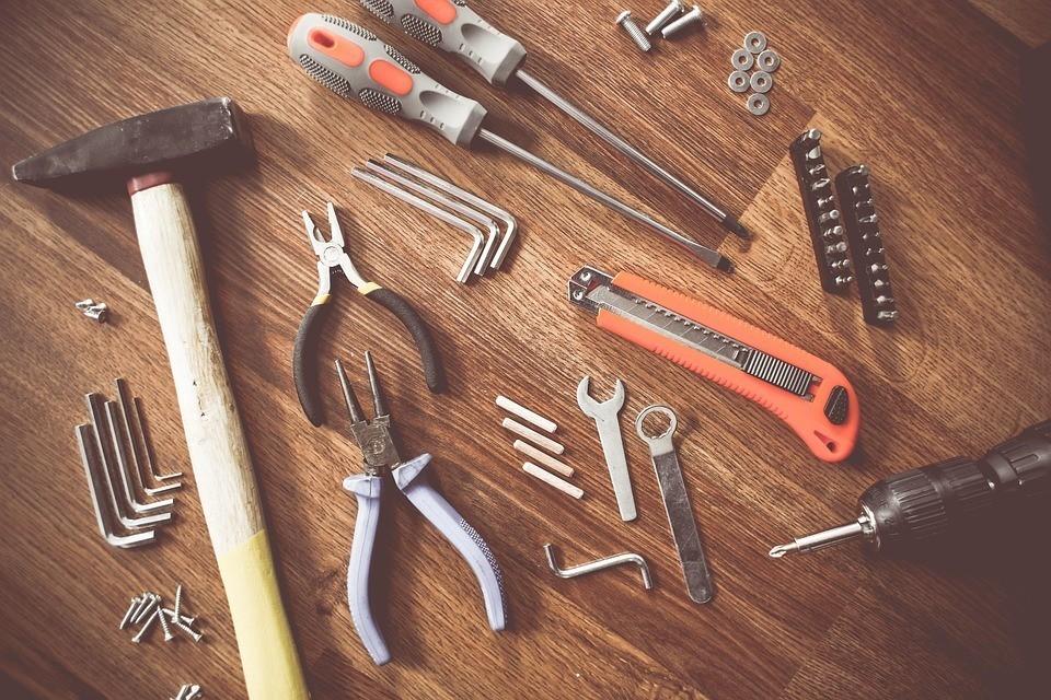 Herramientas de bricolaje y jardineria que debes tener en for Herramientas jardineria ninos