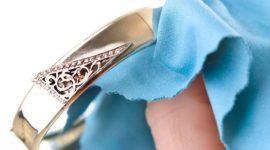 Cómo limpiar las joyas de oro en casa