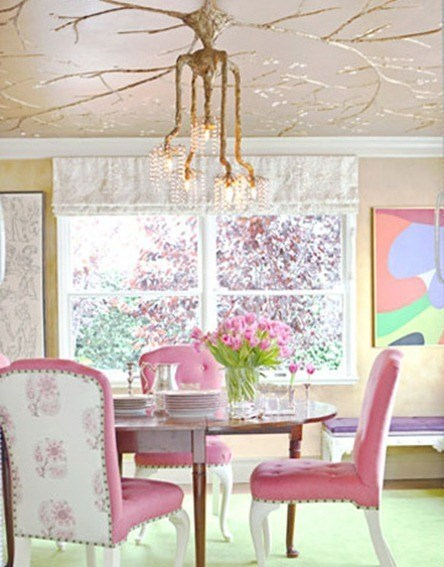 pink-chairs-tree-chandeleir-diningroom-0311-sommers-de_thumb[2]