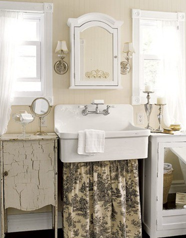 1Bathroom-Toile-Sink-Skirt-HTOURS0307-de