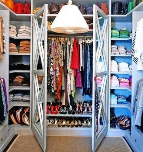 453-closet-organized-by-color-