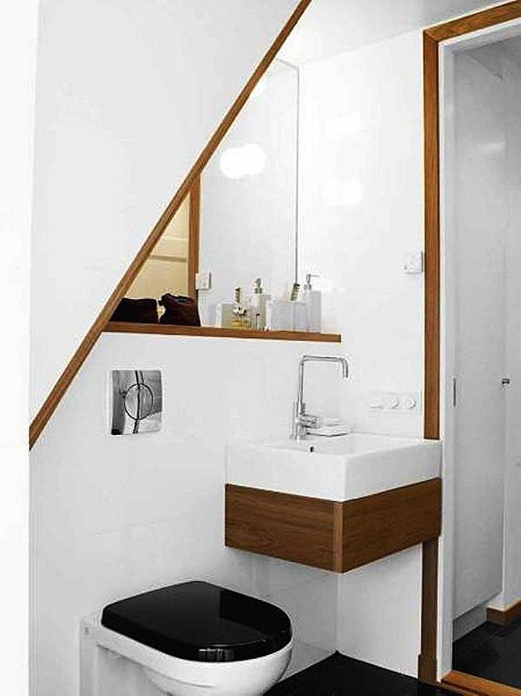 Baño Minimalista Pequeno:Minimalist White Small Bathroom