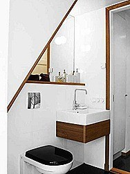 White-Minimalist-Small-Bathroom-Interior