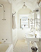 White-bathroom-MKOVR0405-de