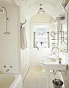 White-bathroom-MKOVR0405-de