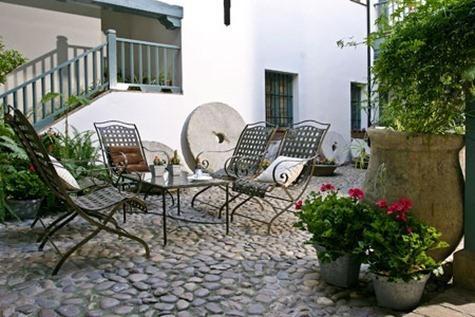 Patio andaluz decoracion for Decorar paredes patio exterior