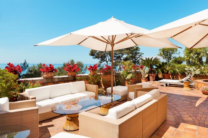 Decoraci n de terrazas chill out muebles colores - Como reformar una terraza ...