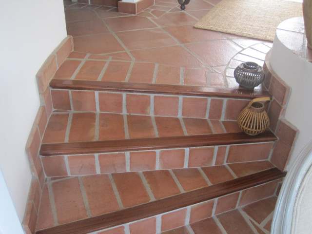 Escaleras rusticas for Materiales para escaleras exteriores