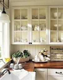 Kitchen-Flowers-Cabinets-Baskets-HTOURS0206-de