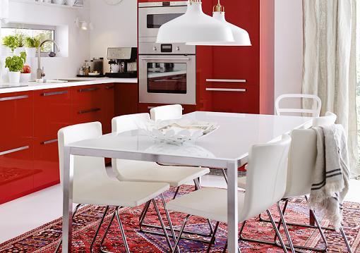 Mesa y sillas de cocina modernas