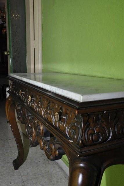 Estilo castellano for Muebles tallados en madera