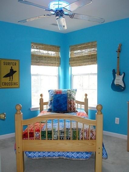DP_Sherri-Blum-blue-surfer-room_s3x4_lg_thumb[5]