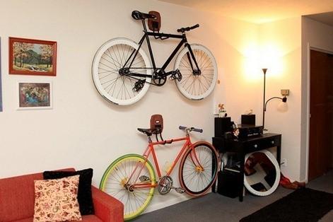 bicicleta en casa. Black Bedroom Furniture Sets. Home Design Ideas