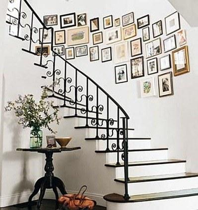 photo-frames-on-stairwall