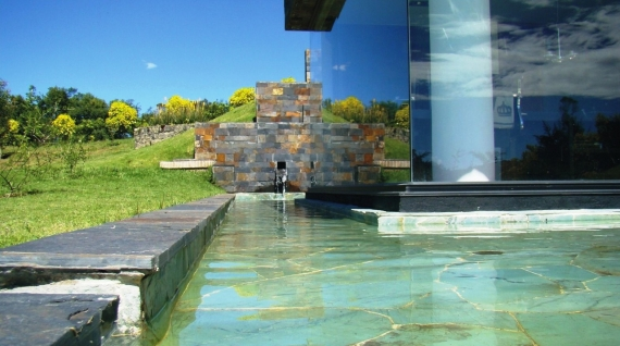 Espejo de agua for Cuanto cuesta poner una piscina en casa