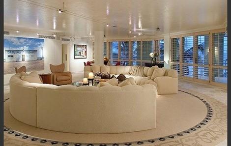 round-living-room-design