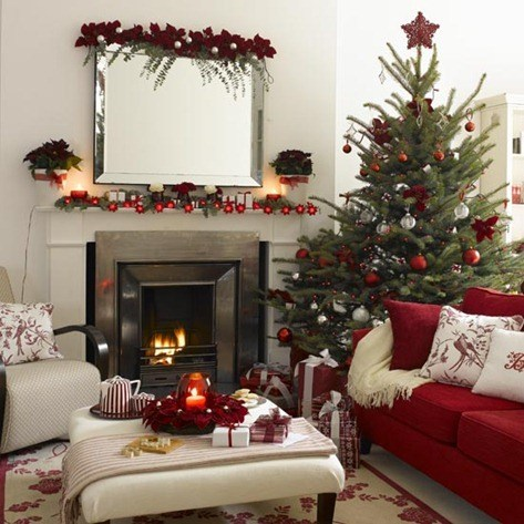 Mirror-fireplace-and-Christmas-tree-living-room