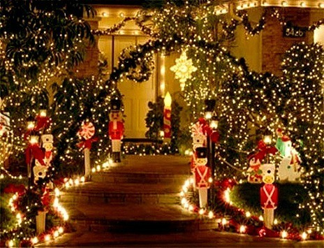 Simple-Outdoor-Christmas-Decorating-450x338