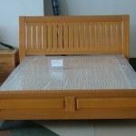 cabecero integrado en la cama