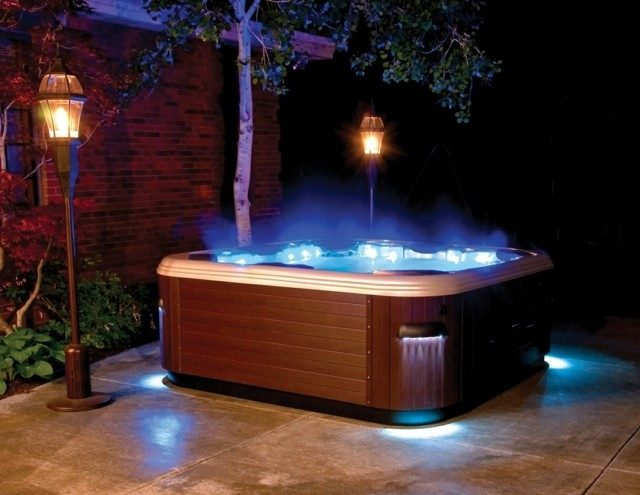 Jacuzzi exterior 50 fotos con ideas for Piscina jacuzzi exterior