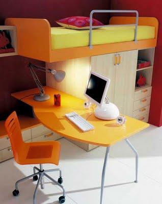 Cuarto juvenil con escritorio y computadora for Recamaras con escritorio