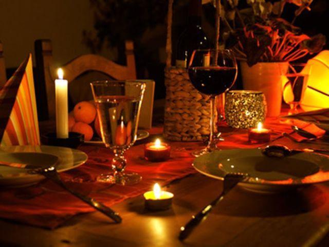C mo preparar una cena rom ntica decoraci n ideas diy y consejos - Idee per cena romantica a casa ...