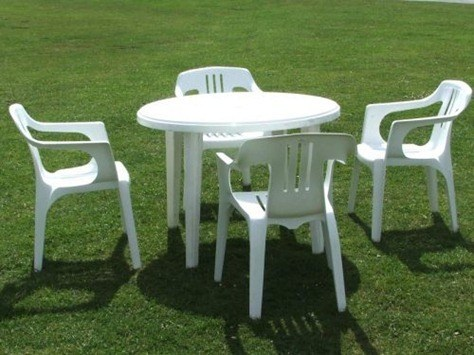 C mo limpiar muebles de jard n de pl stico for Mesas de jardin de plastico