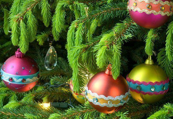 FONDOS DE NAVIDAD - FONDOS NAVIDEÑOS Decoracion-arboles-de-navidad-2013-adornos-de-bolas-navide%C3%B1as