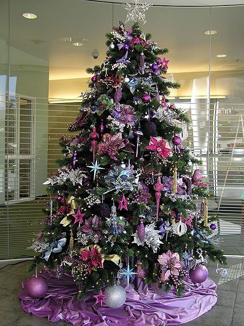 Colors in the decoration of Christmas trees 2015 purple color