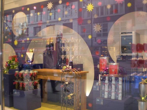 Ideas para decorar un escaparate en Navidad