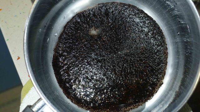 como-limpiar-el-acero-inoxidable-Como-limpiar-restos-de-comida-quemada-en-las-ollas-o-las-cacerolas