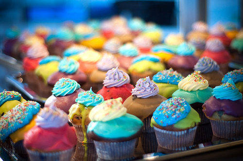 teen-birthdaycake-colorfullcupcakes-martinkirkegaard