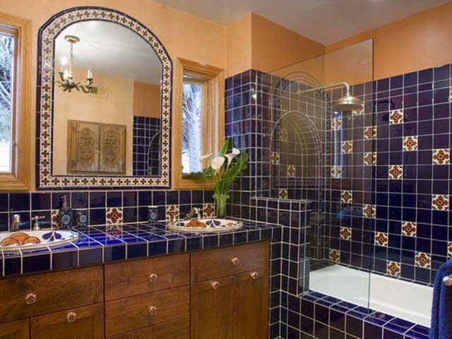 Spanish Style Bathroom Decorating Ideas: Baño-rustico-mexciano-azul