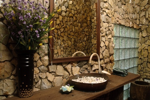 Baño De Tina Natural:Country Bathroom Showers with Rock