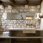 bañor-rustico-decoracion-pared-piedra