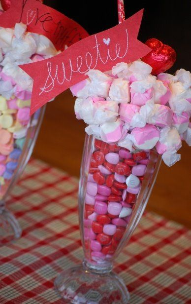 Center-of-table-party-of-15-years-candy