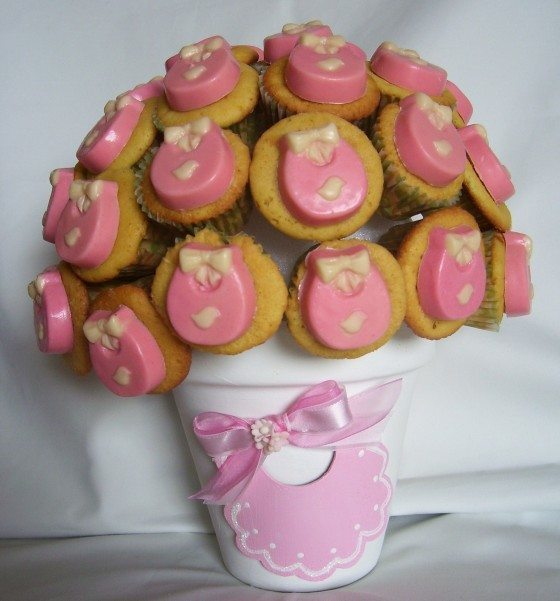 Table-baby-shower-cupcakes