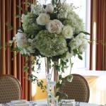 centro-mesa-elegante-flores-blancas