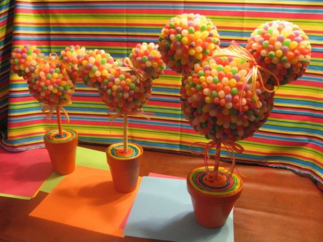 Mickey-mouse-with-candy-desk-centers