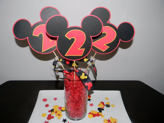 Table-center-mickey-mouse-model-simple-with-cards