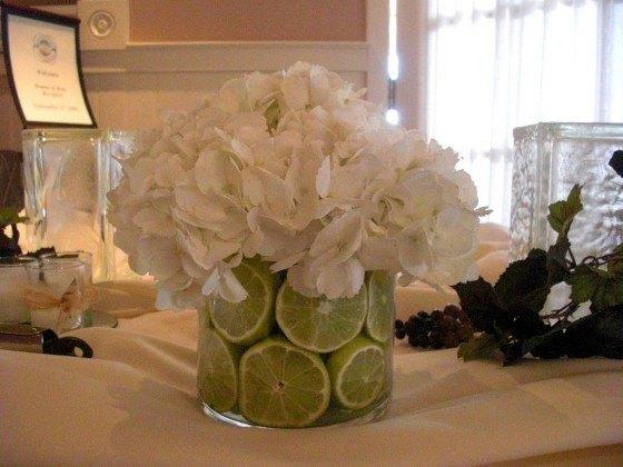 Table-flowers-lemons centers