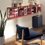 repisa-madera-pared-moderna-rojo