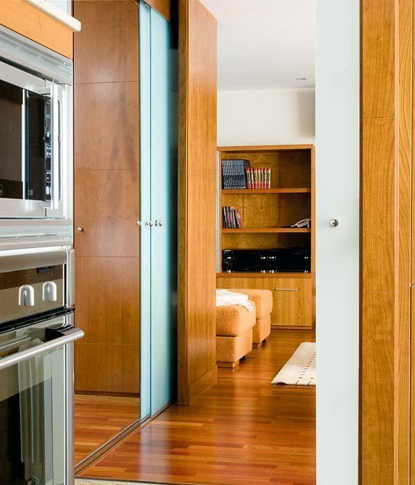 C mo dividir ambientes de forma moderna y sofisticada - Como colocar una puerta corredera ...